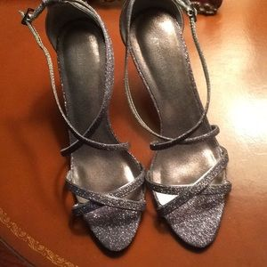 Adrienne Malodor NWOT lilac dress heels.